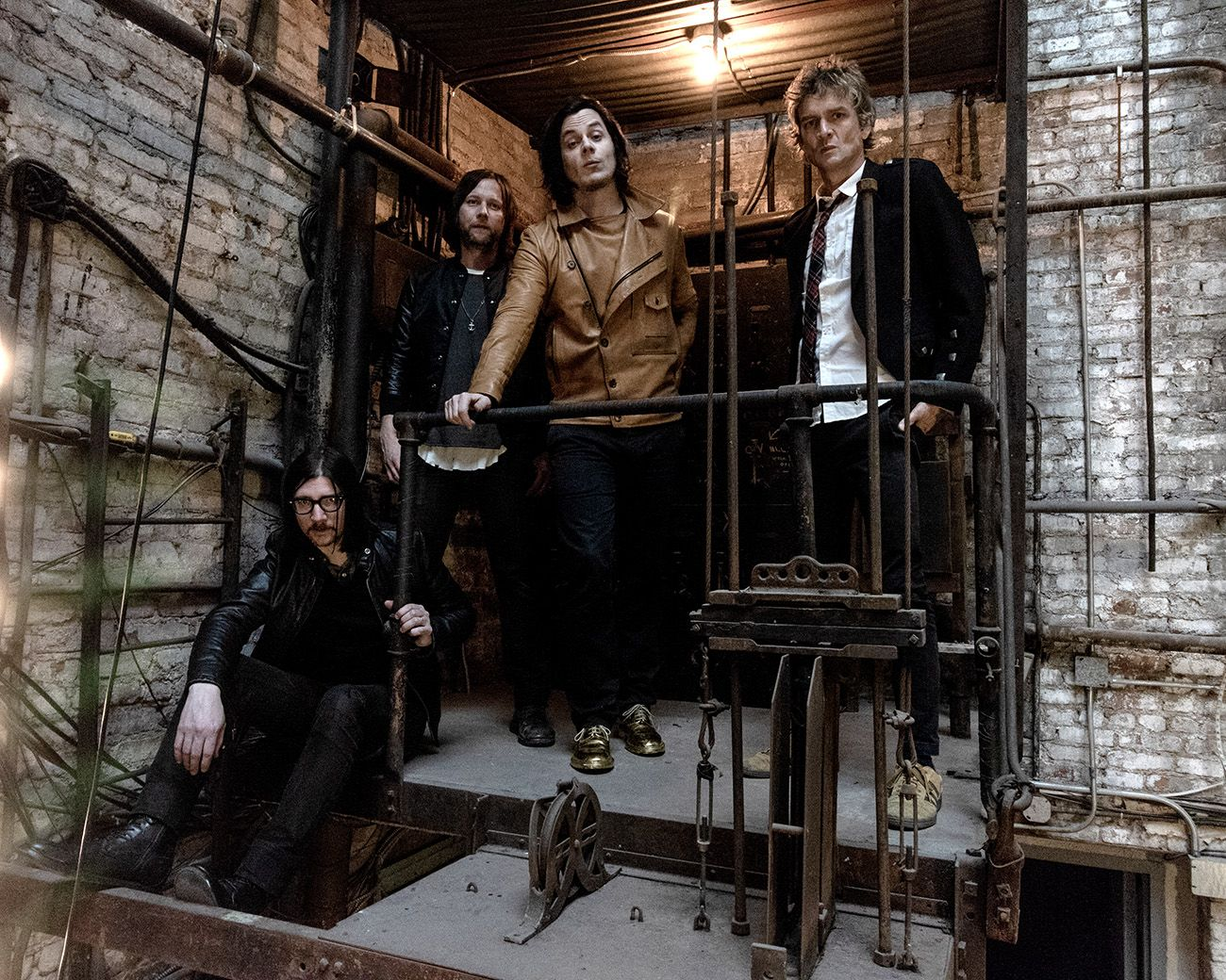 the-raconteurs-2019-1